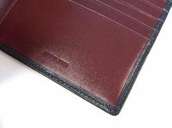 ボックスカーフ ヴェネチアンレザー  二つ折り財布(小銭入れなし)  「プレリーギンザ」 NP56216 クロ 特徴